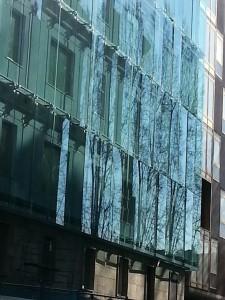 L'ingannevole parete di specchi di via Puccini, a Roma - copyright Md'A