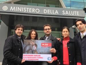Freccia 45 consegna oltre 24mila firme contro le importazioni di Harlan al Ministero della Salute